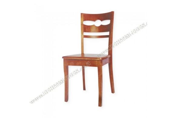 28 / כיסא עץ